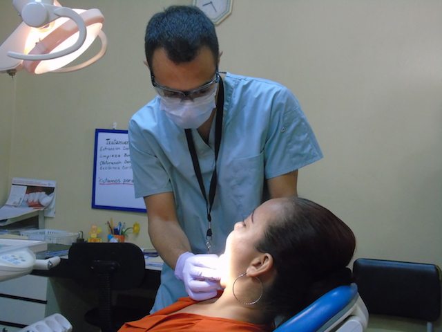 Volunteering-Honduras-dental-patients